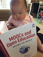 Eunbae Lee's daughter with moocs book
